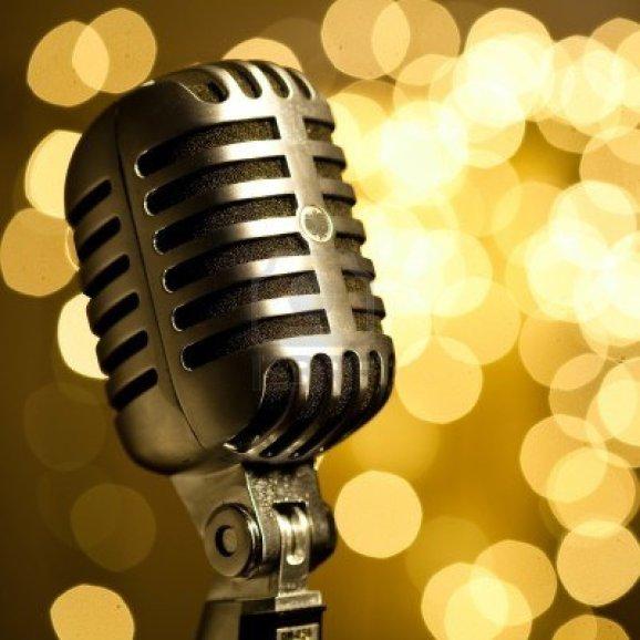 7982990-vintage-microphone